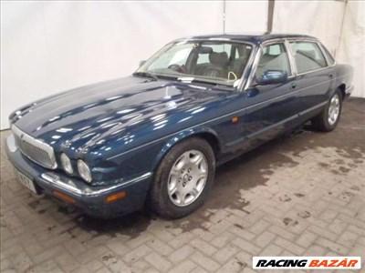 Jaguar XJ8 4.0 bontódik. 2000-es évjárat.