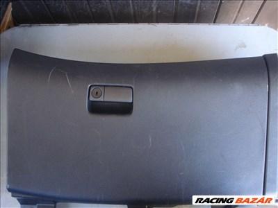 Infiniti FX35 kesztyűtartó