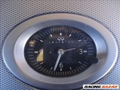 Infiniti FX35 óra
