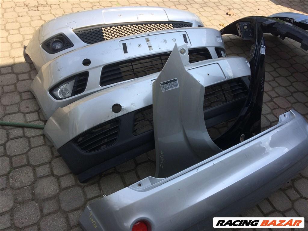 Ford Fiesta bontott alkatrészei: motorháztető, sárvédő, lökhárító, ajtó, csomagtér ajtó. 1. kép