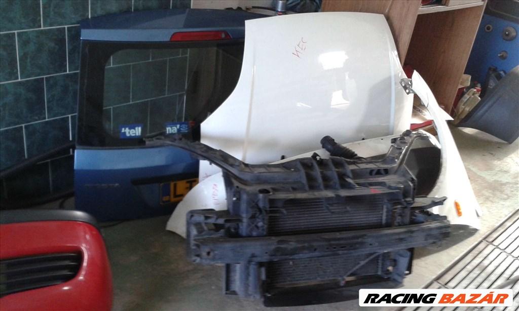 Ford Fiesta bontott alkatrészei: motorháztető, sárvédő, lökhárító, ajtó, csomagtér ajtó. 2. kép