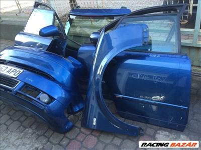 Audi A4 bontott alkatrészei: lökhárító, motorháztető, homlokfal, ajtó, sárvédő, csomagtér.