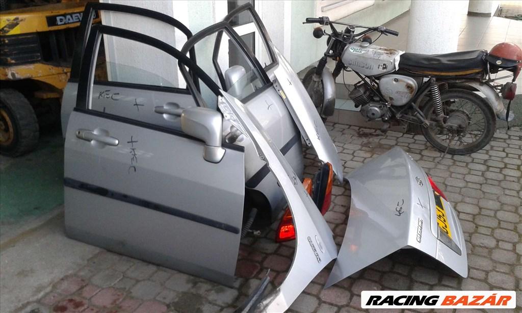 Suzuki Liana 2002-2006 bontott alkatrészei: motor, váltó, futómű, ajtó, sárvédő, csomagtér. 2. kép