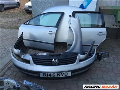 Volkswagen Passat 1997-2000 bontott alkatrészei: mototháztető, ajtó, sárvédő, lökhárító, homlokfal.