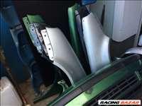 Volkswagen Golf IV 1997-2003 bontott alkatrészei: lökhárító, homlokfal, motorháztető, sárvédő.