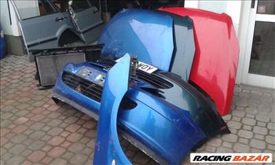 Peugeot 307 2004-évj. bontott alkatrészei: motorháztető, sárvédő, lökhárító, ajtó, csomagtér ajtó.