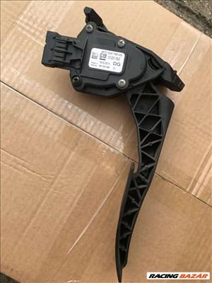 Opel Insignia elektromos gázpedál  13237352