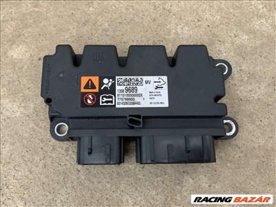 Opel Meriva B légzsák indító elektronika 13589689