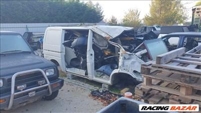 Volkswagen T4 Caravelle bontott alkatrészei