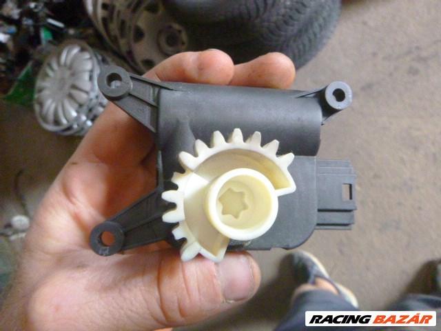 Volkswagen TOURAN,, GOLF 5 fűtéslapát állító motor  0 132 801 336  2. nagy kép