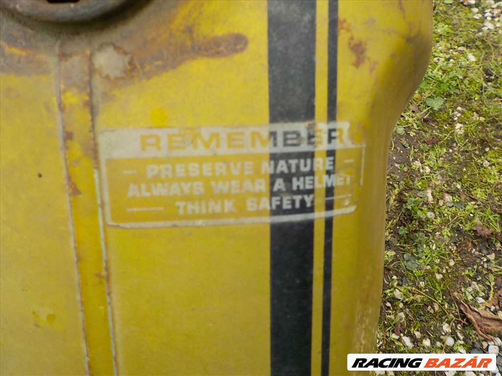 HONDA SS 50 Z tipusú oldtimer üres vasváz gyári benzintankjával eladó 19. kép