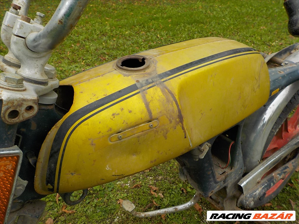 HONDA SS 50 Z tipusú oldtimer üres vasváz gyári benzintankjával eladó 37. kép
